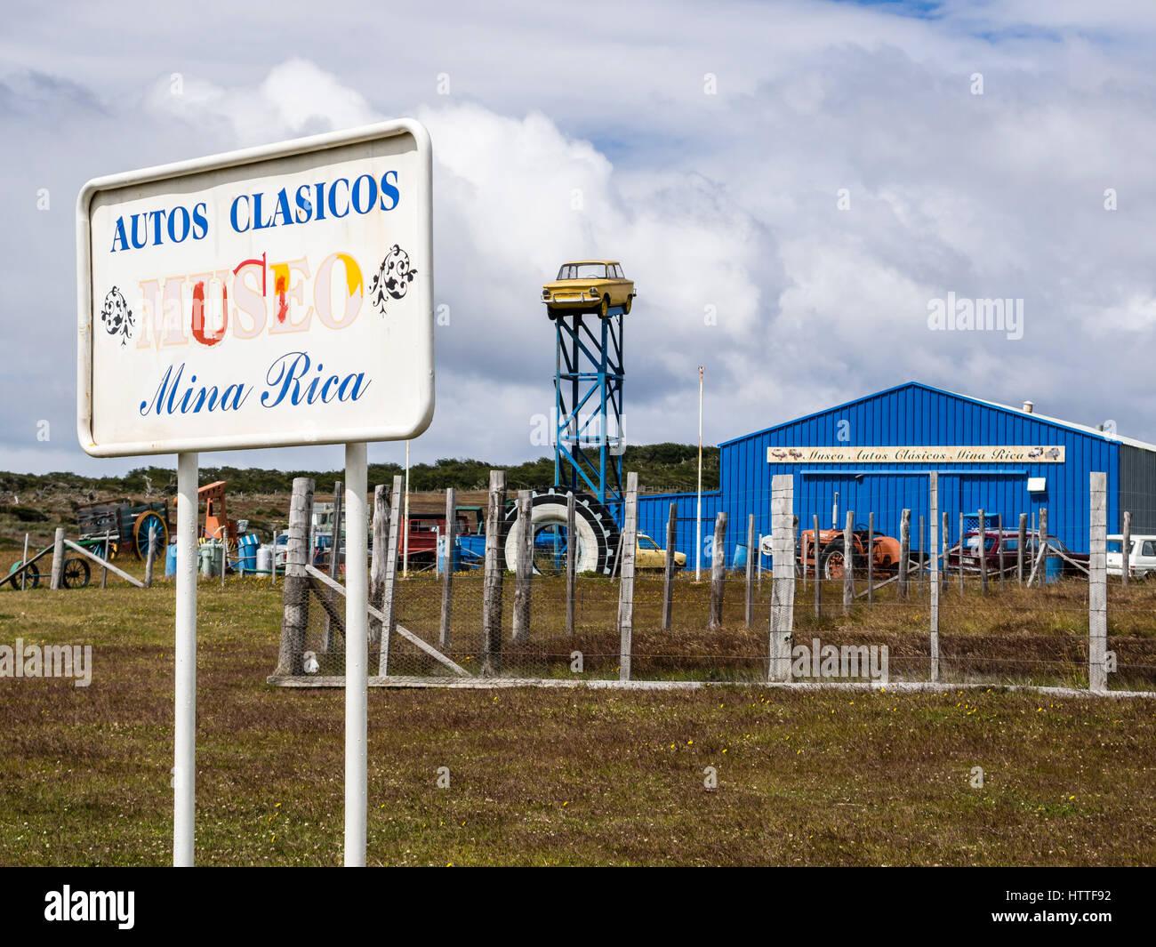 Museo del Automóvil en la carretera al Seno Otway pingüineras, cerca de Punta Arenas, Patagonia, Chile Imagen De Stock