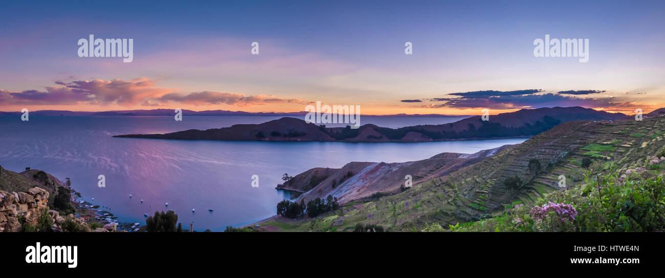 Puesta de sol sobre el Lago Titicaca, Isla del Sol - Bolivia Imagen De Stock