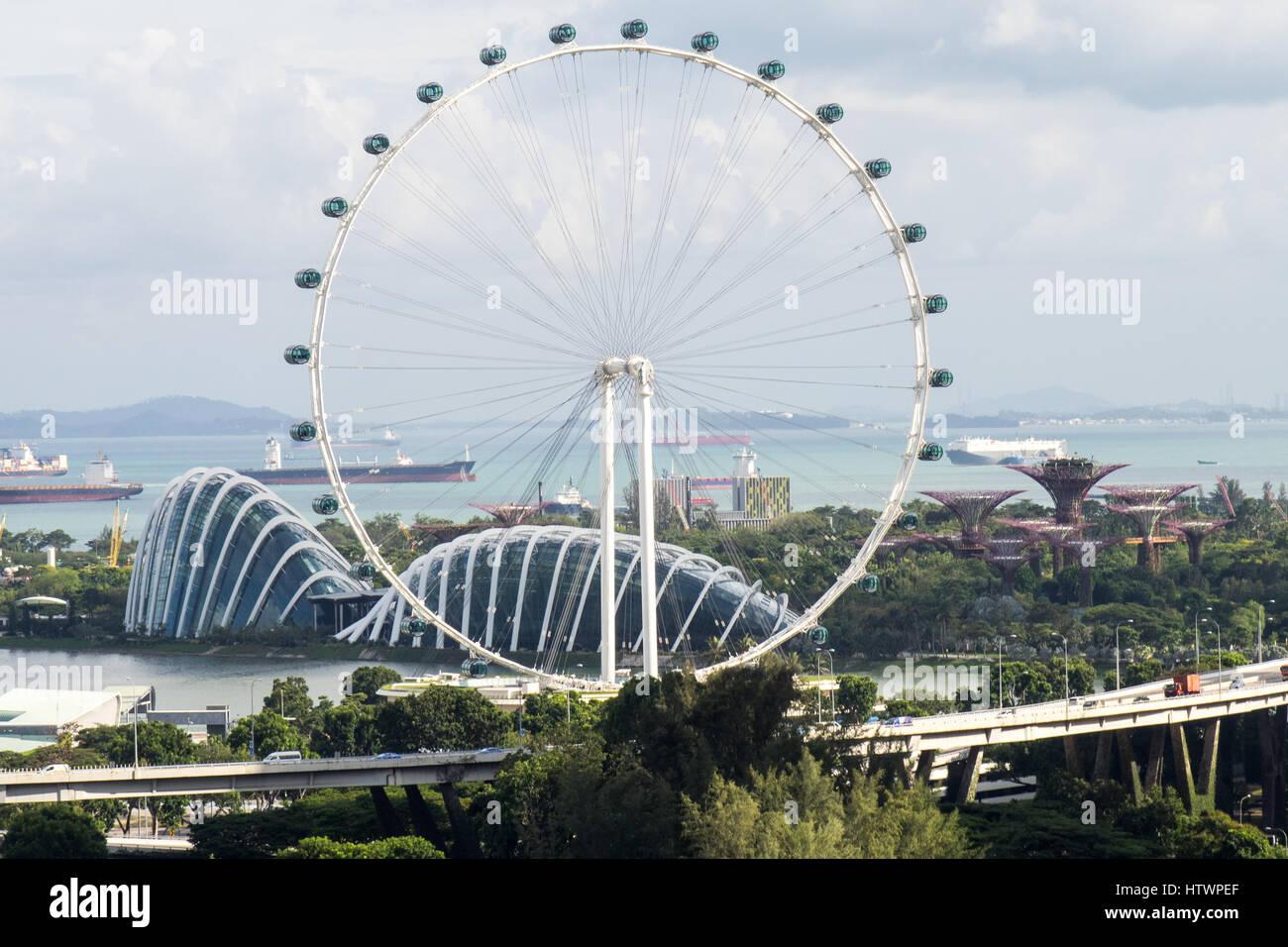 El Singapore Flyer Una Noria Gigante Junto A Los Jardines De La