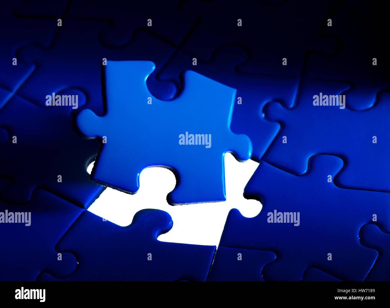 Jigsaw trozos con un fondo blanco. Foto de stock