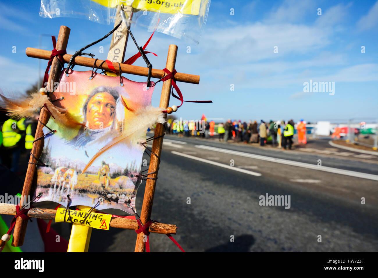 Anti-fracking manifestantes continúan protestando cada día a las cuadrillas de perforación exploratoria Imagen De Stock