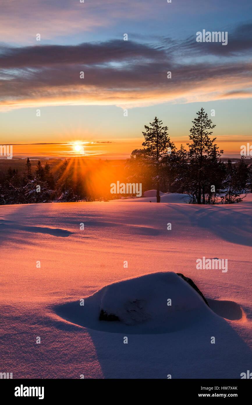 Amanecer en invierno Martimoaapa, Finlandia Foto de stock