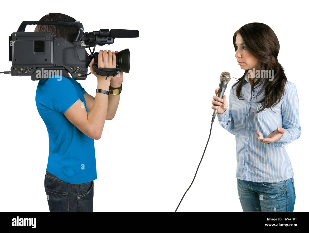 Reportero de televisión presentando las noticias en studio, aislado sobre fondo blanco. Imagen De Stock