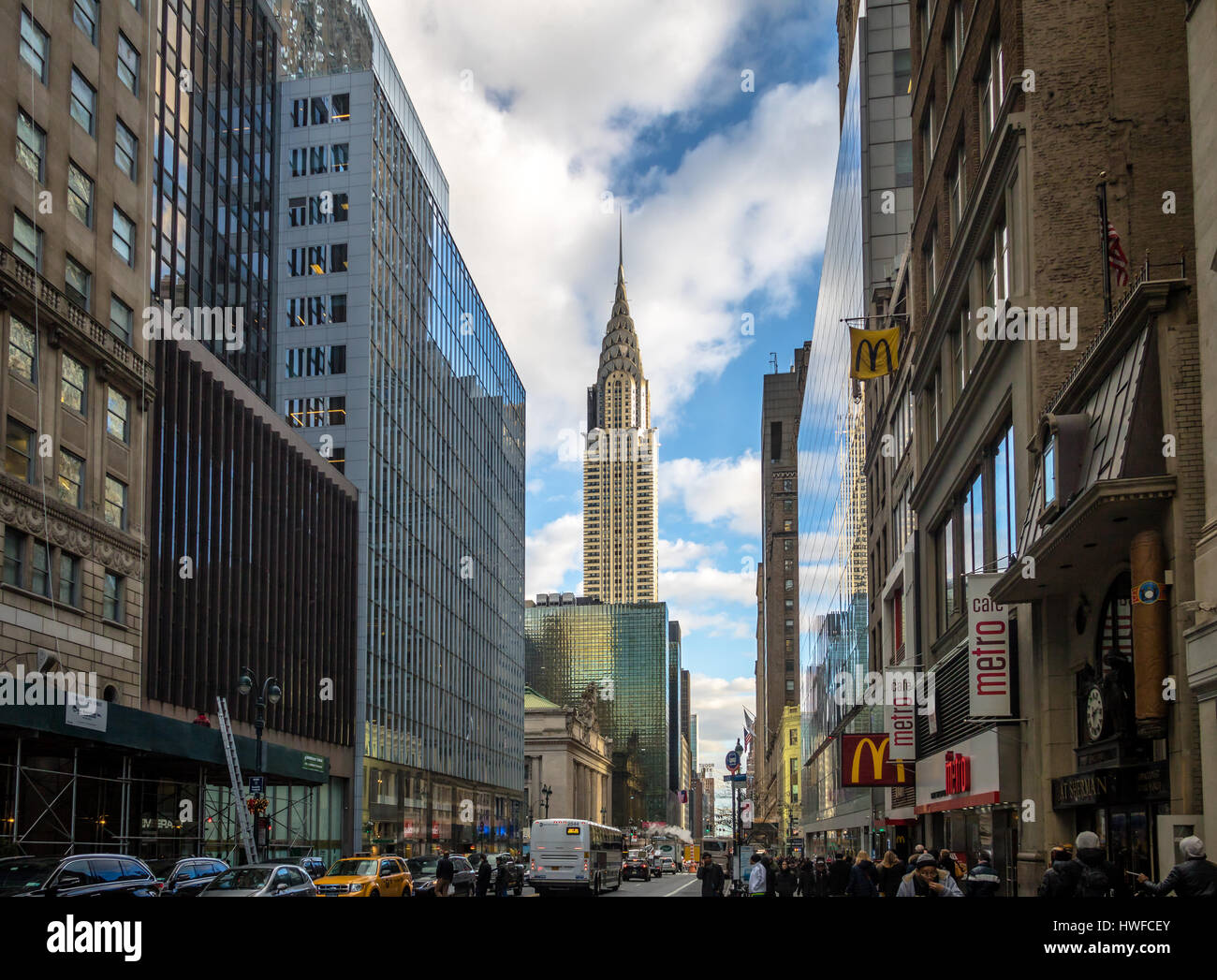 La calle 42 de Manhattan y el Edificio Chrysler, Nueva York, EE.UU. Imagen De Stock