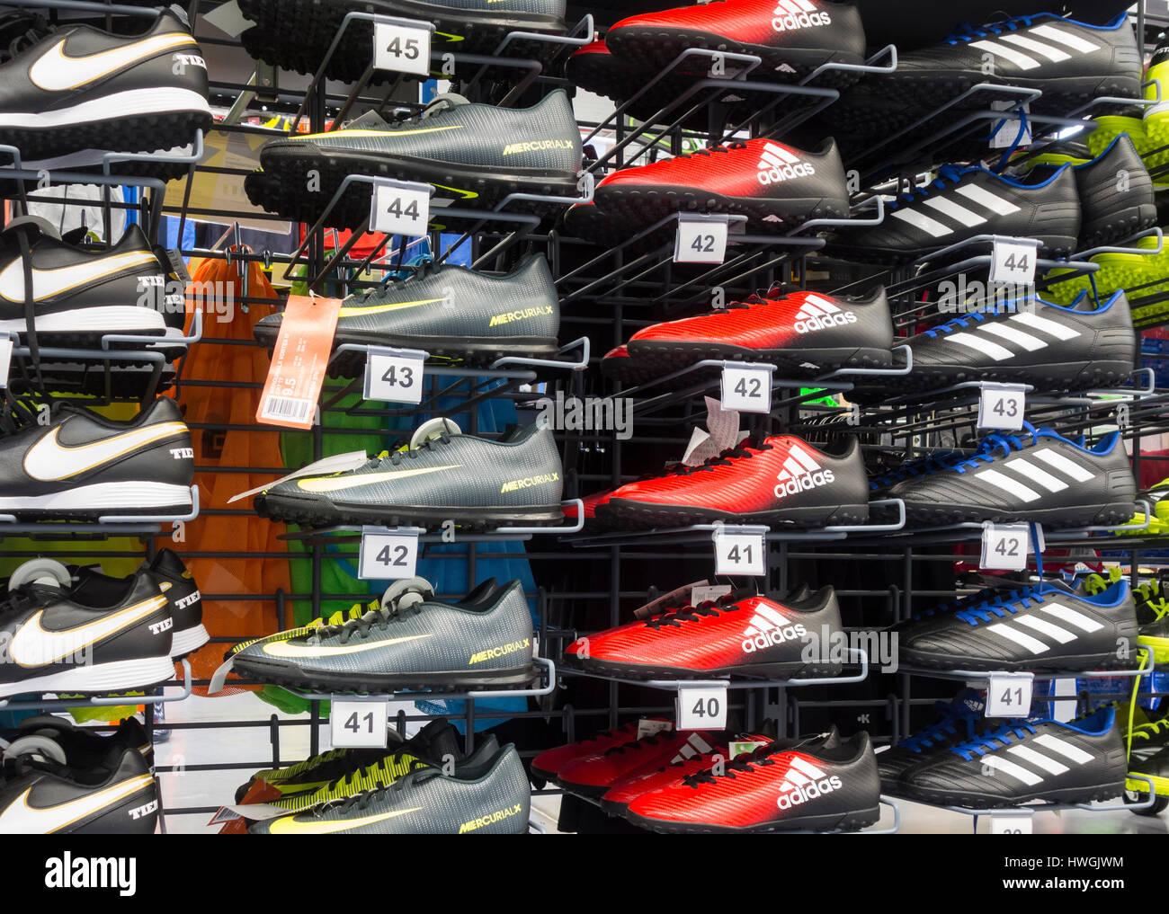 5e2ef1d2d085f Botas de fútbol de Nike en la tienda Decathlon