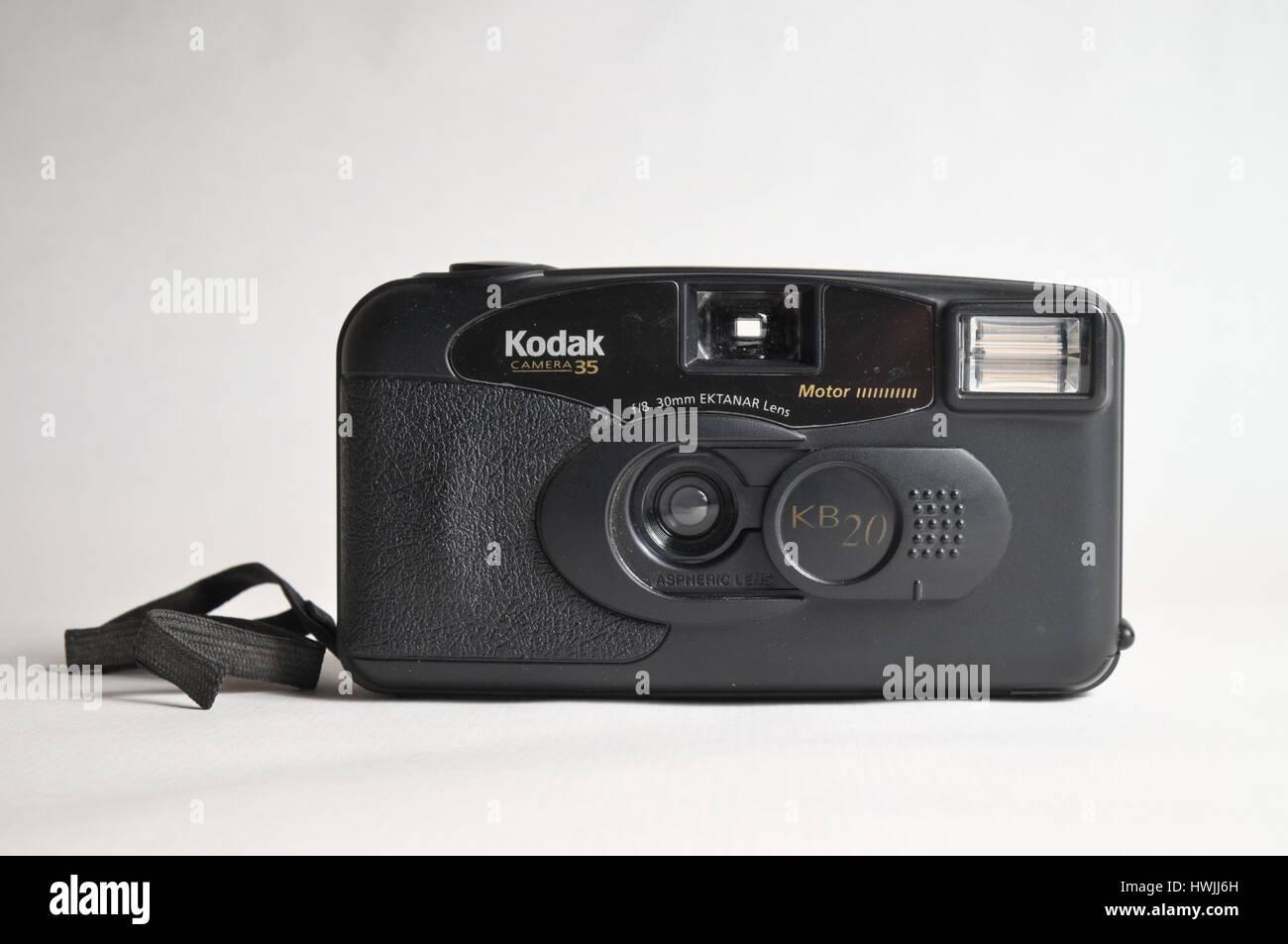 Antigua cámara analógica de Kodak, modelo kb20. Cámara compacta de película de 35 mm con lente ektanar 30mm a f/8, Foto de stock