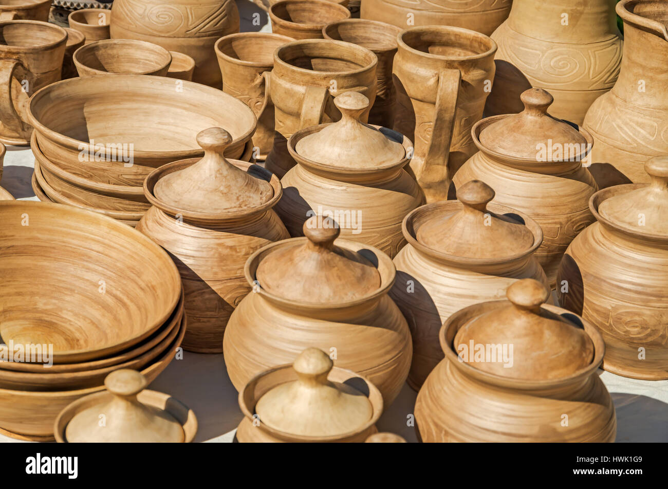 Una gran variedad de cerámica de arcilla en la exposición urbana anual Foto de stock