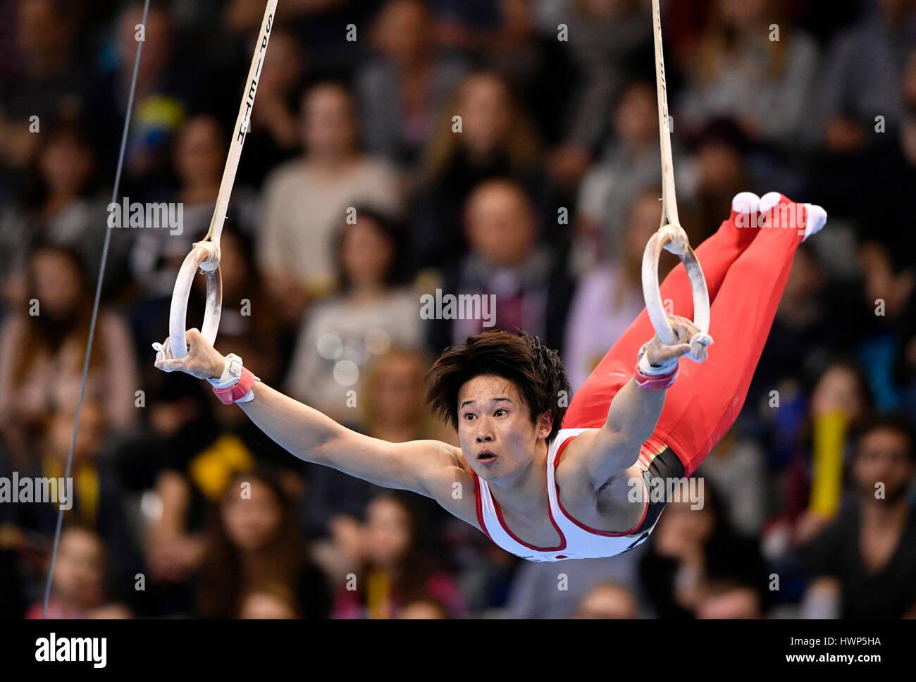 Kazuma Kaya, Japón, en los anillos, aparatos de gimnasia, Porsche-Arena, Stuttgart, Baden-Württemberg, Alemania Foto de stock