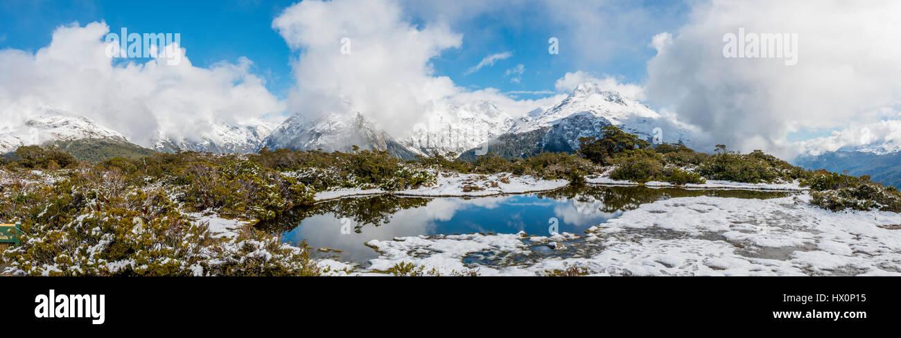 Nieve en la cima de la Cumbre clave, Mt. Christina, el Parque Nacional Fiordland, West Coast, Southland, Nueva Zelanda Imagen De Stock