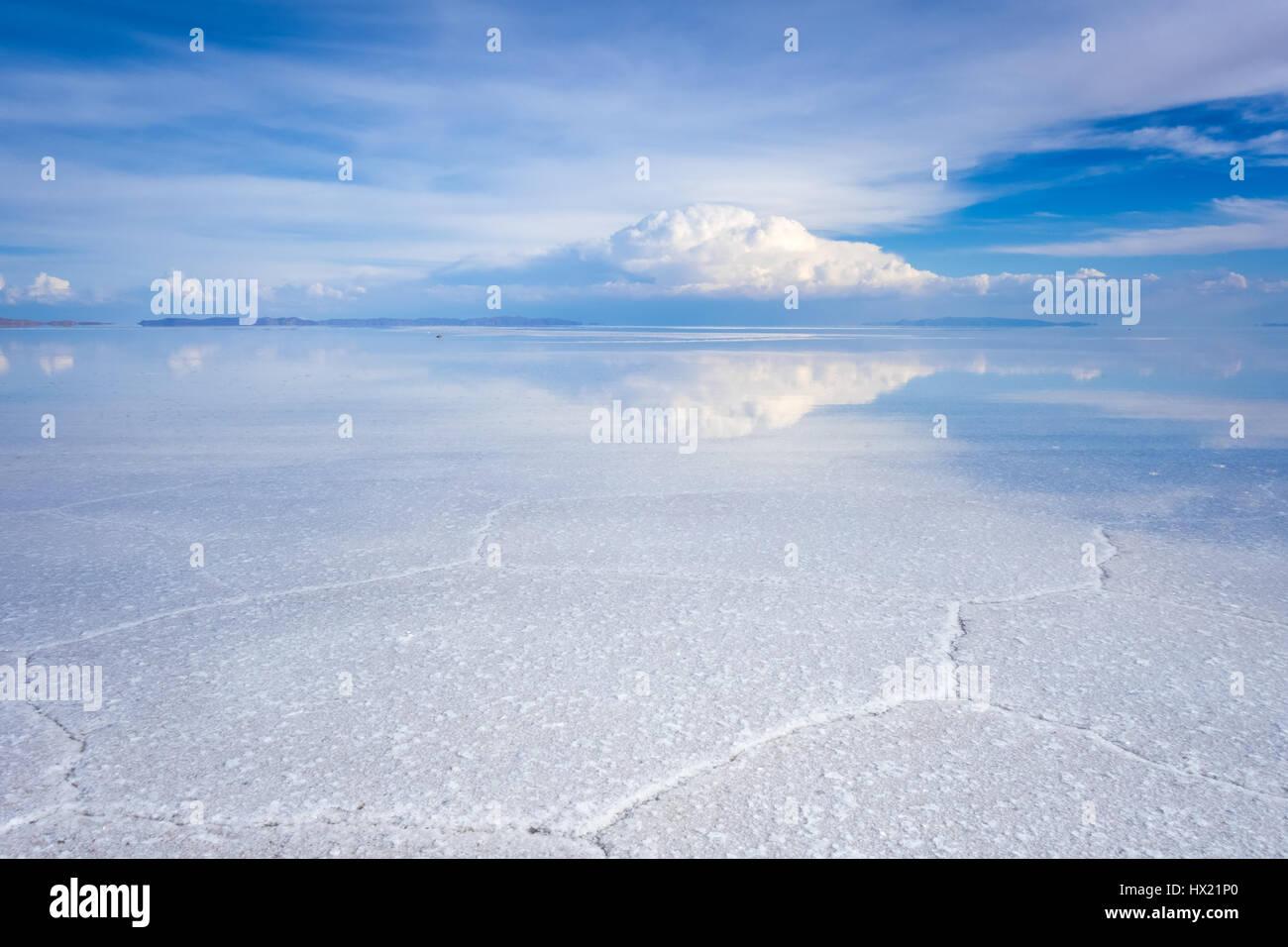 Salar de Uyuni Salt Flats blanco desierto, el altiplano de los Andes, Bolivia Imagen De Stock