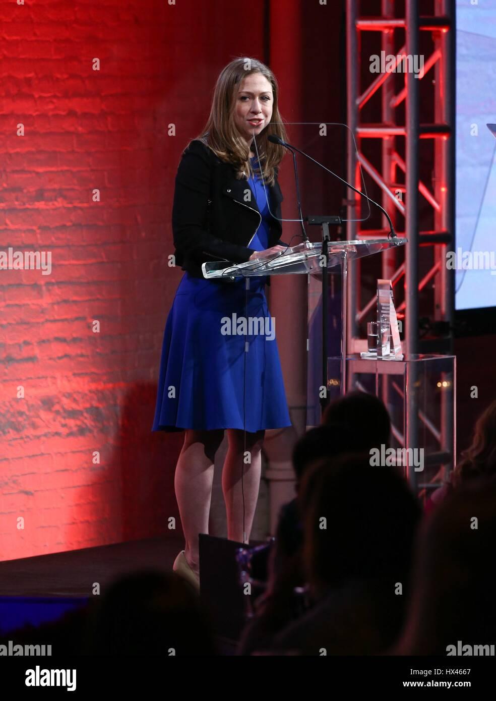 Nueva York, NY, EUA. 23 Mar, 2017. Chelsea Clinton en la terminal de llegadas de GMHC 35º Aniversario Primavera Imagen De Stock