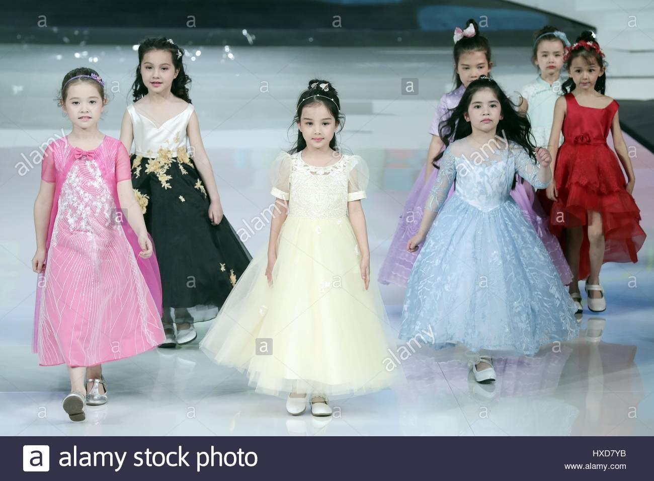 Modelos presentan famoso vestido de novia casa marca la colección ...