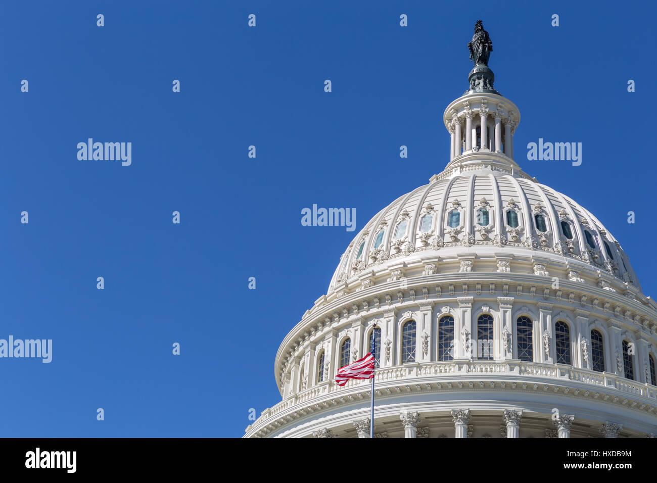 Un desplazamiento vista de la cúpula del Capitolio en Washington, DC. Imagen De Stock