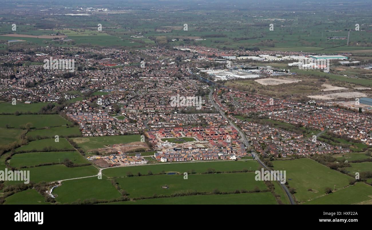 Vista aérea de un nuevo desarrollo de viviendas en tierras del cinturón  verde en Cheshire 5dd82135f01c