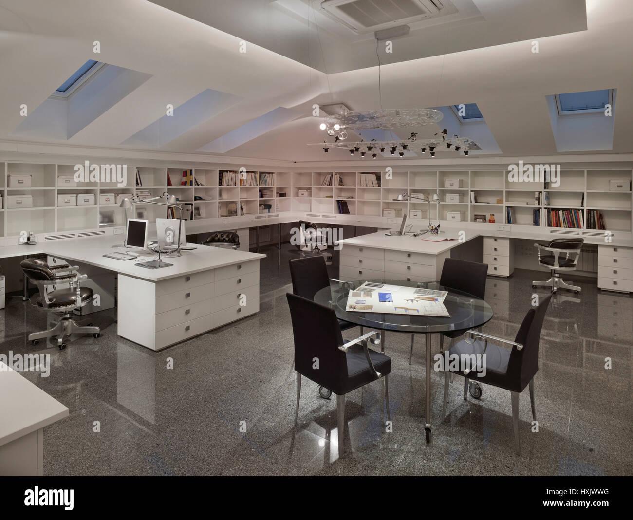Oficina de arquitectura, firme, oficina, interior, mesa, diseño, lugar de trabajo, Moscú, buhardilla, Imagen De Stock