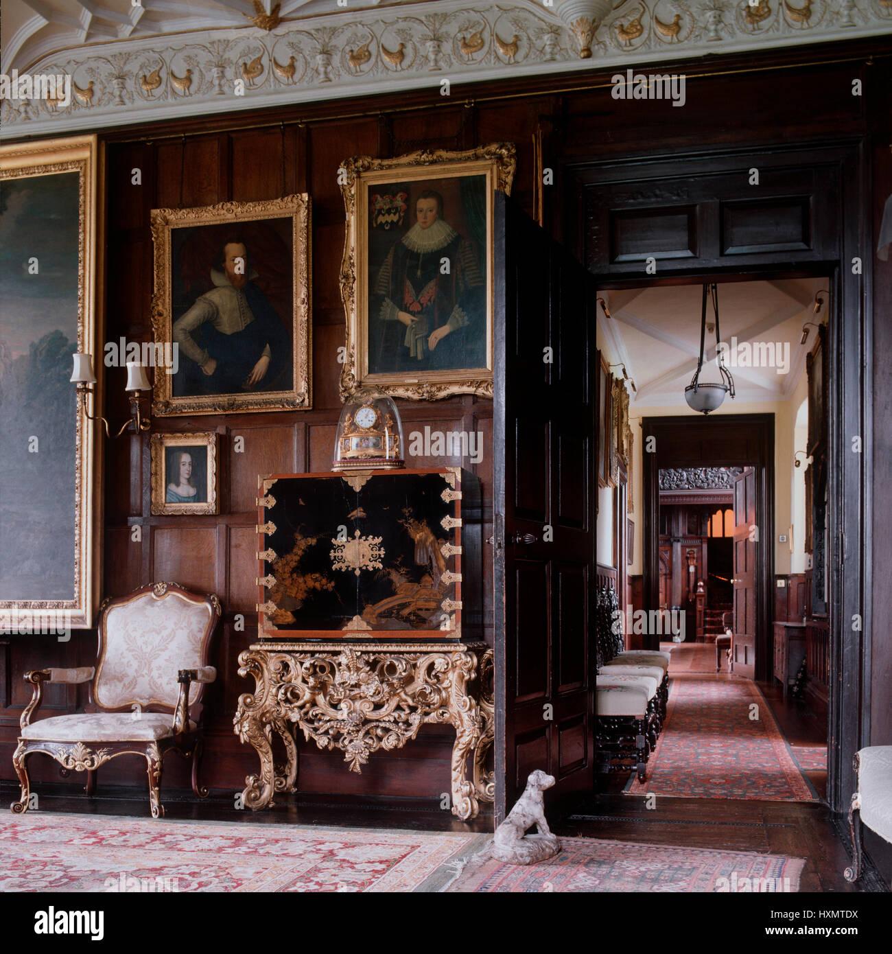Salón de estilo victoriano y pasillo. Imagen De Stock