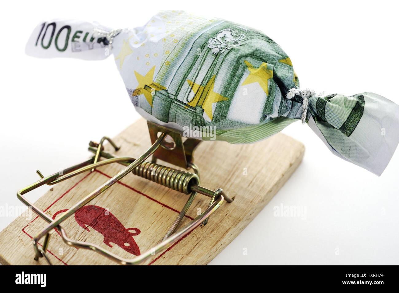 Dulce en Bank note muffledly en ratonera, simbólica foto a deuda, caso en Bonbon Geldschein eingewickelt auf Mausefalle, Symbolfoto Schuldenfalle Foto de stock