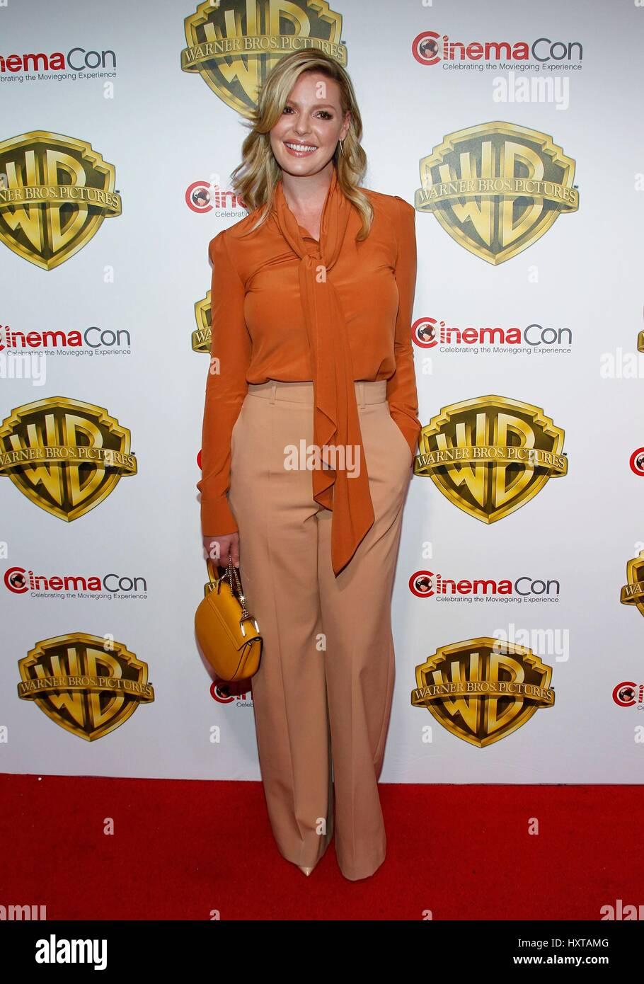 Las Vegas, NV, EE.UU.. 29 Mar, 2017. Katherine Heigl en la terminal de llegadas de Warner Bros Pictures te invita Foto de stock