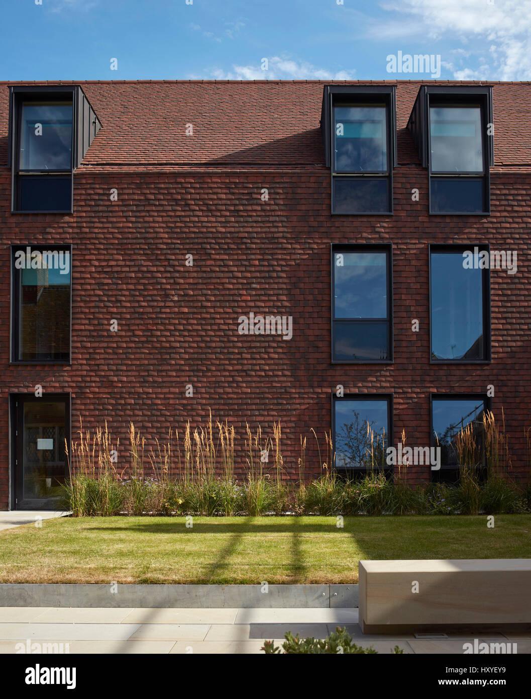 elevación frontal de arcilla azulejos fachada exterior. casa