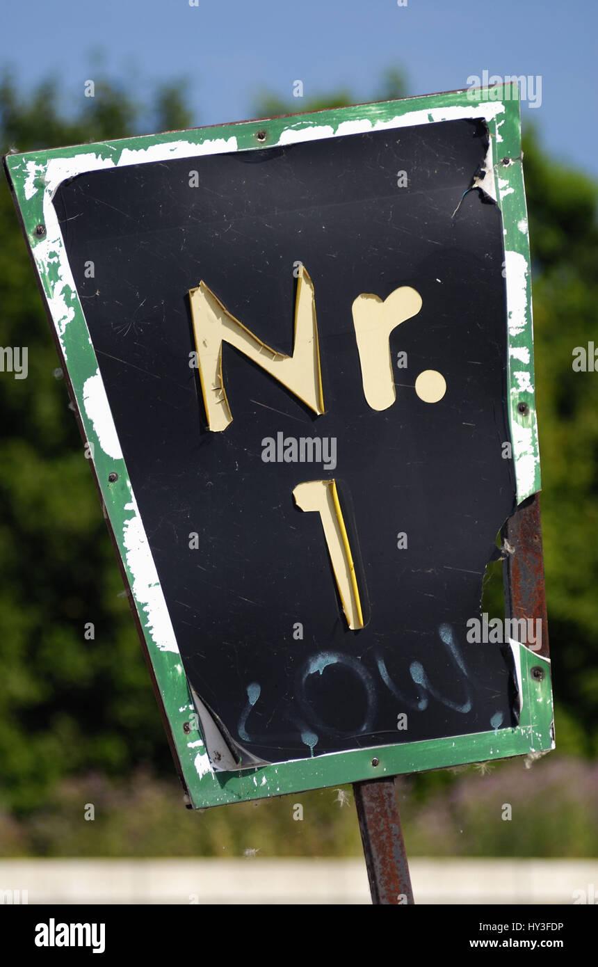 Viejo cartel con número de casa 1, Altes Schild mit Hausnummer 1 Imagen De Stock