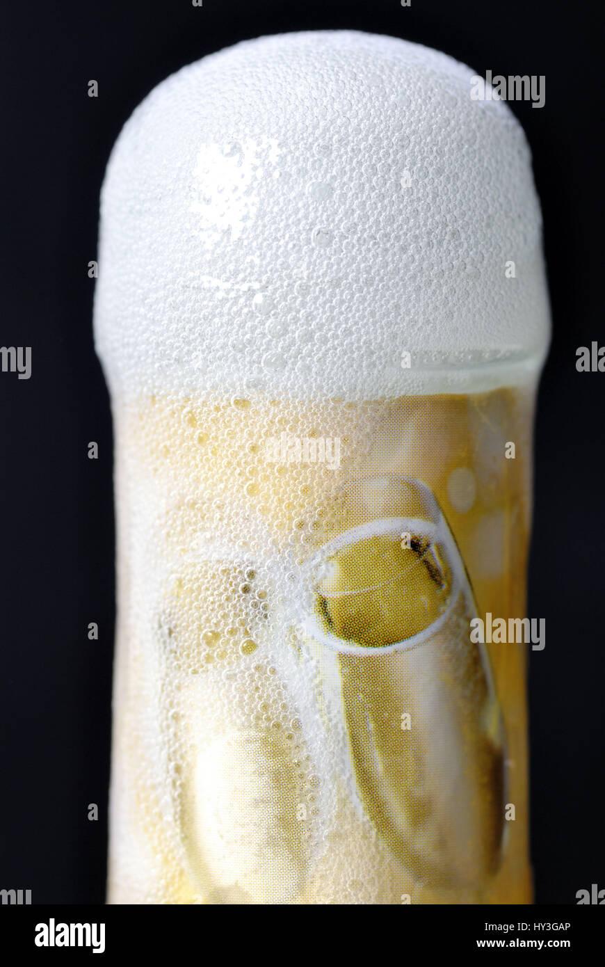 ? ? Bersch?umende botella de champán, ácido carbónico artificial en el champán, Überschäumende Imagen De Stock