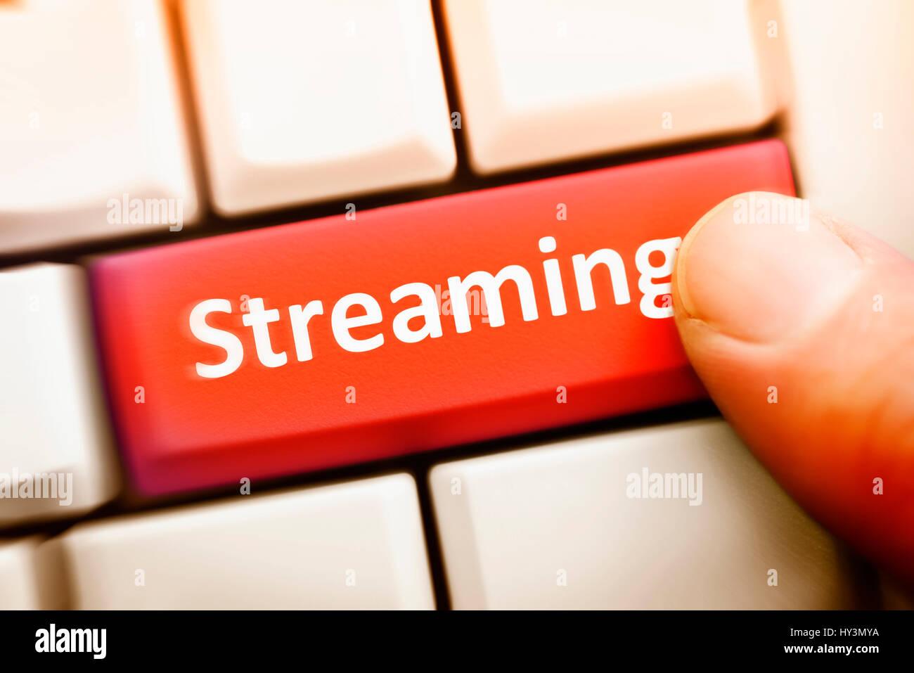 Equipo clave con la etiqueta Streaming, mit der Aufschrift Computertaste Streaming Foto de stock
