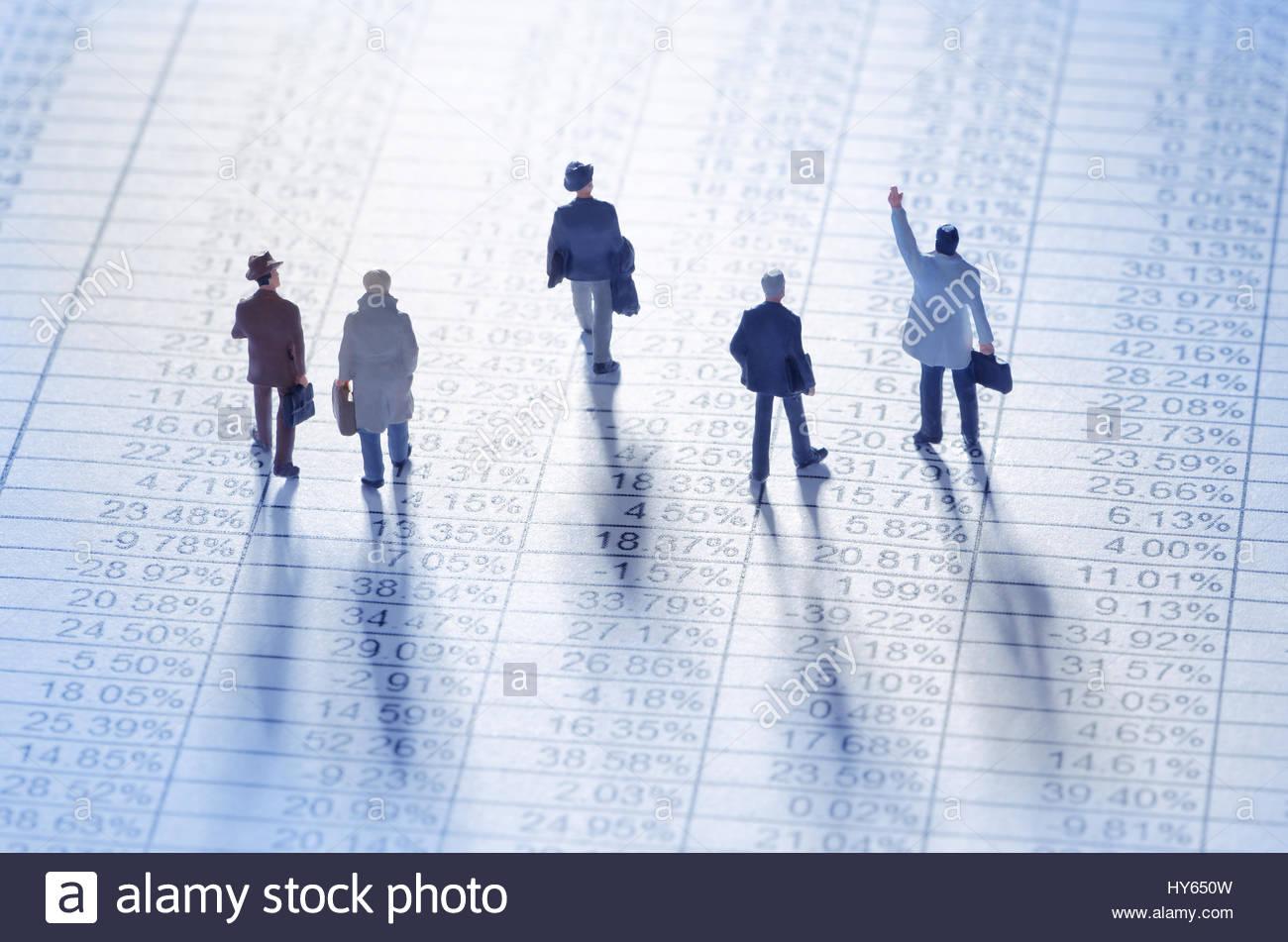 Los empresarios jugando el mercado bursátil Imagen De Stock