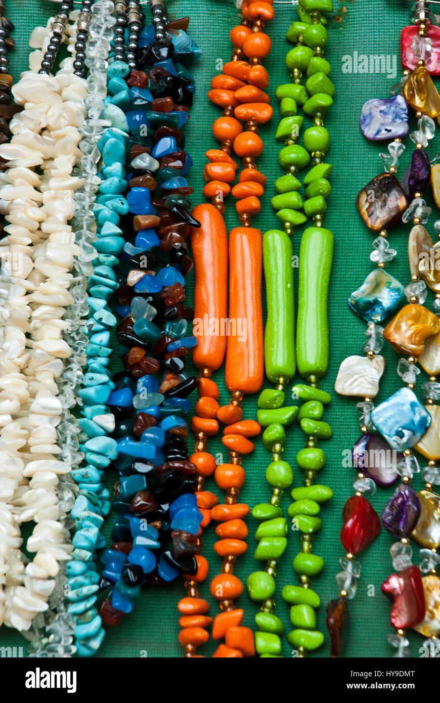 d06045085783 Mercadillo - Souvenirs - Moda - Accesorios - coloridos y diferentes piezas  de joyería  collares y pulseras - Pulseras tejidas - Pulsera Cadena