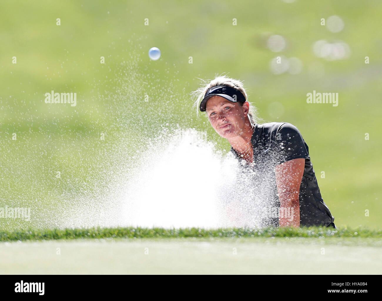 Abril 02, 2017 Suzann Petterson de Noruega hits de un búnker en el octavo hoyo durante la ronda final del 2017 ANA Foto de stock