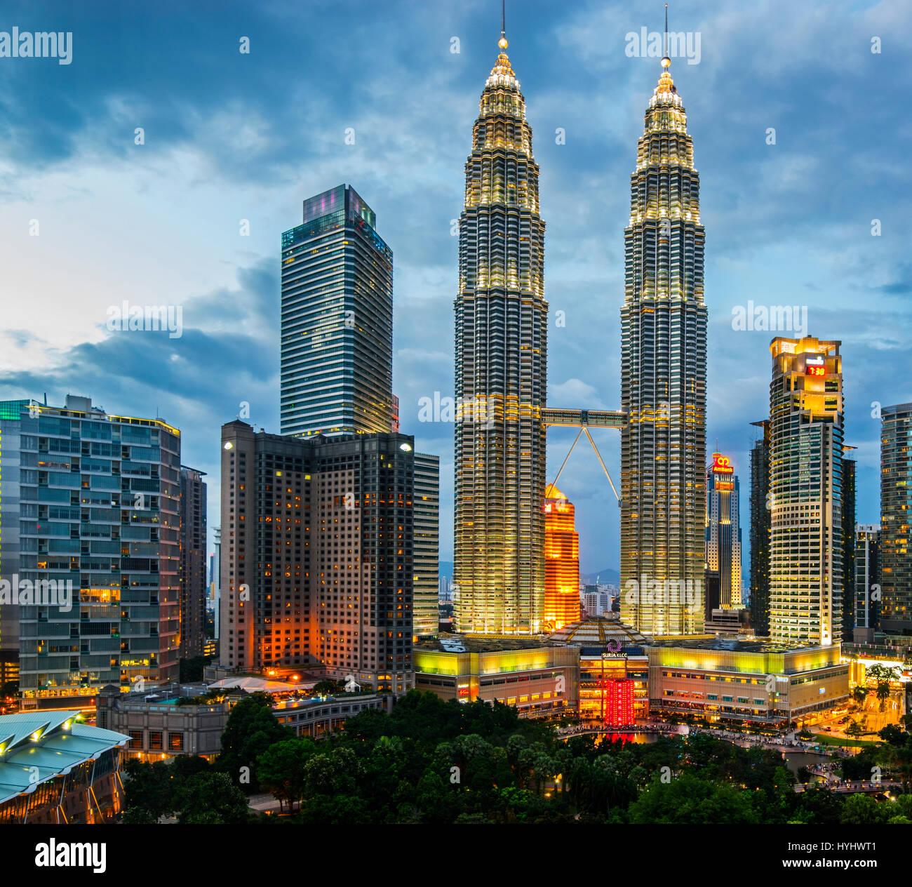 Las Torres Petronas de Kuala Lumpur y el centro de la ciudad, descripción, Malasia Imagen De Stock