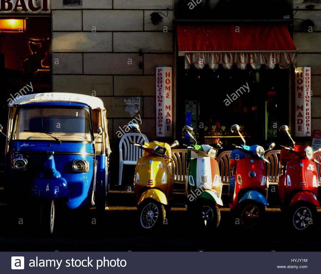 Los trenes, aviones y automóviles Imagen De Stock