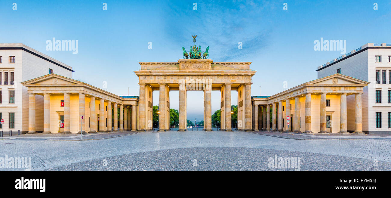 Vista panorámica de Brandenburger Tor (Puerta de Brandenburgo), uno de los hitos más conocidos y los símbolos Imagen De Stock