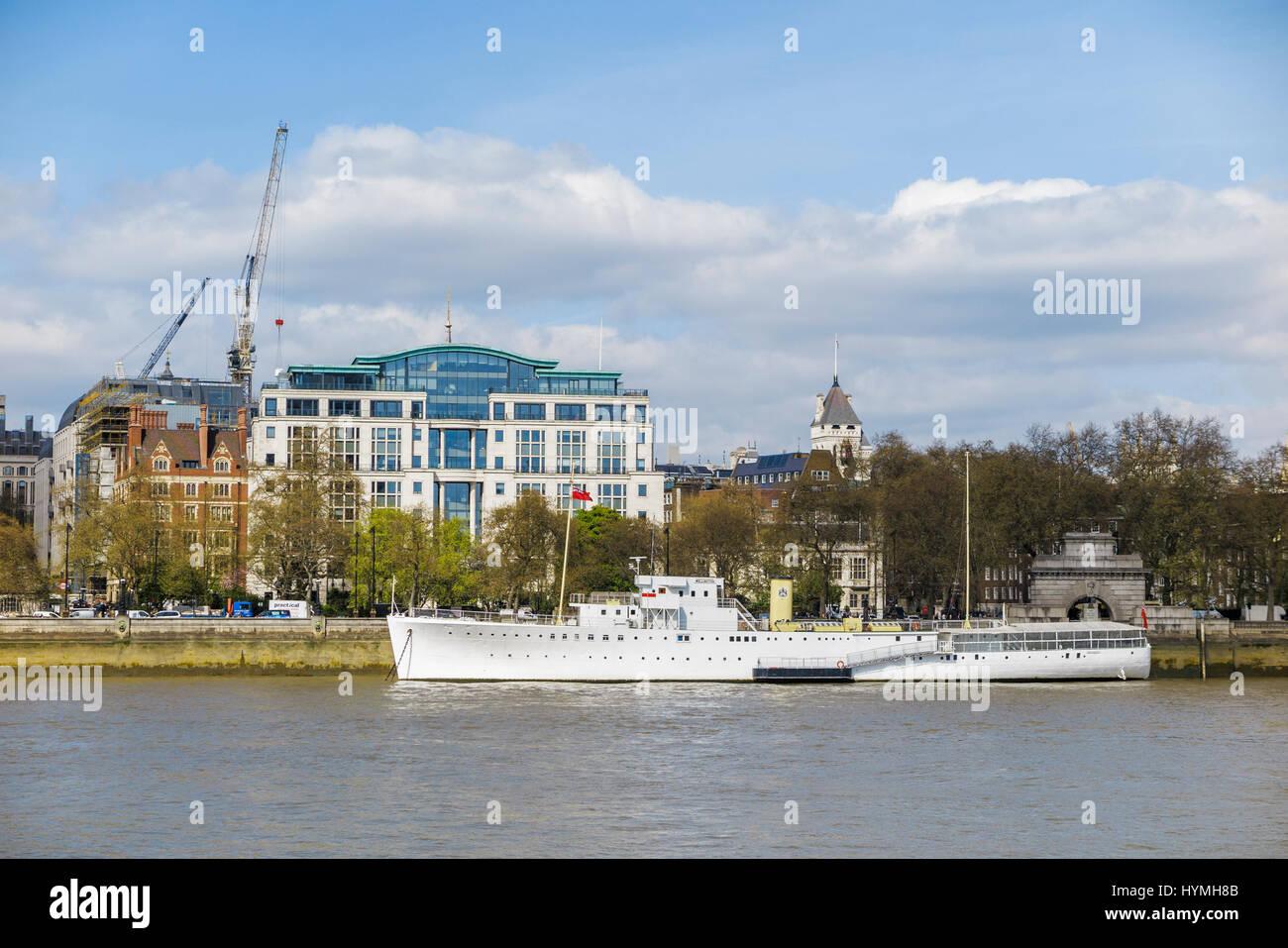 HQS Wellington, el hogar de la Honorable Sociedad de Master Mariners, Templo escaleras, Victoria Embankment, London Imagen De Stock