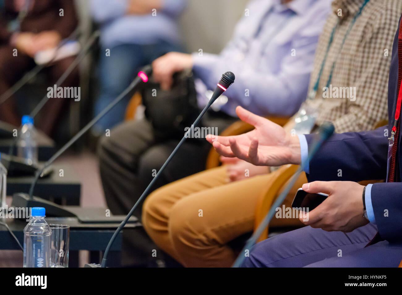 Orador en una conferencia de negocios Foto de stock