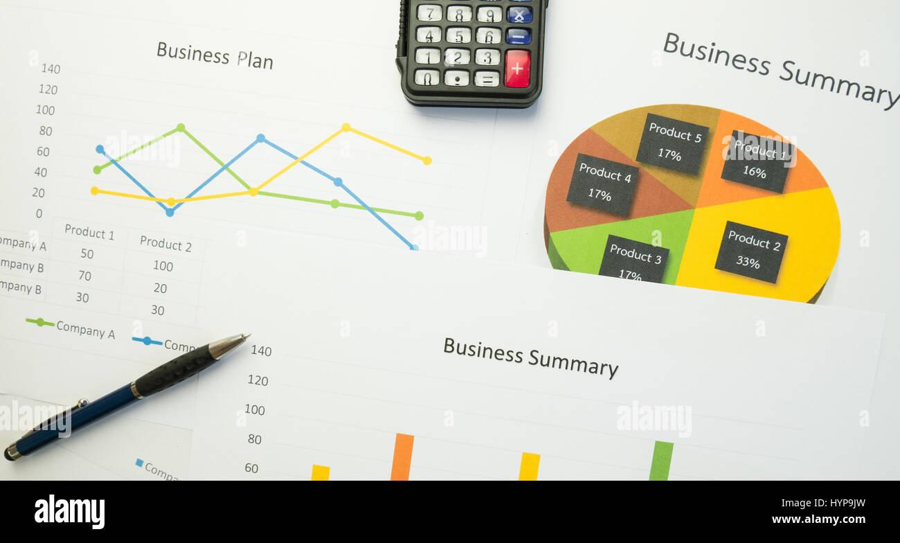 Resumen de Negocio o Business Plan informe con gráficos y diagramas en concepto de negocio, vintage style Imagen De Stock