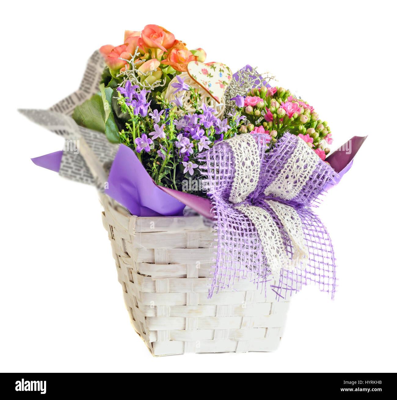 Arreglo Floral En Un Cesto Con Blancas Flores De Malva