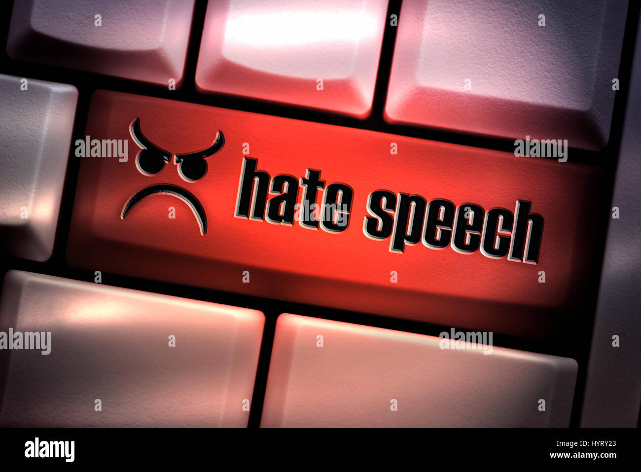 El discurso del odio tecla en el teclado del ordenador Imagen De Stock