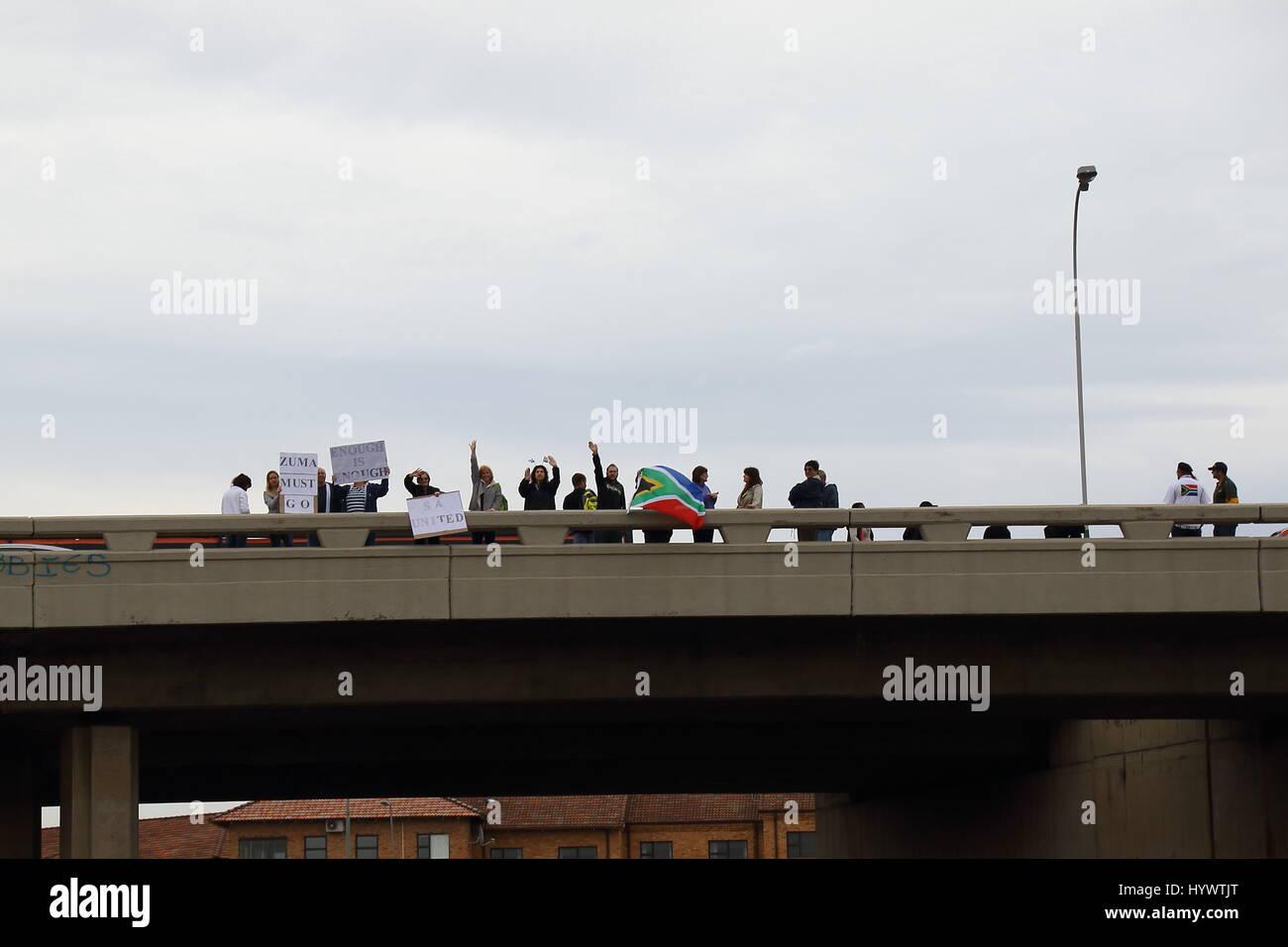 Johannesburgo, Sudáfrica. 7 abr, 2017. Los ciudadanos protestan contra la presidencia del Presidente Jacob Zuma Foto de stock