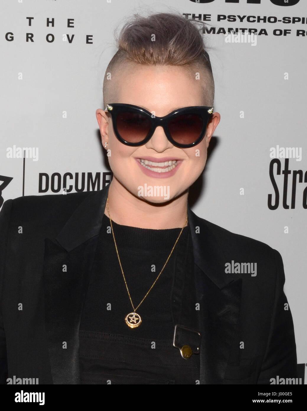 """Kelly Osbourne llegan por el estreno de 'SHOT! La mantra Psycho-Spiritual del Rock"""", celebrado en los teatros Imagen De Stock"""