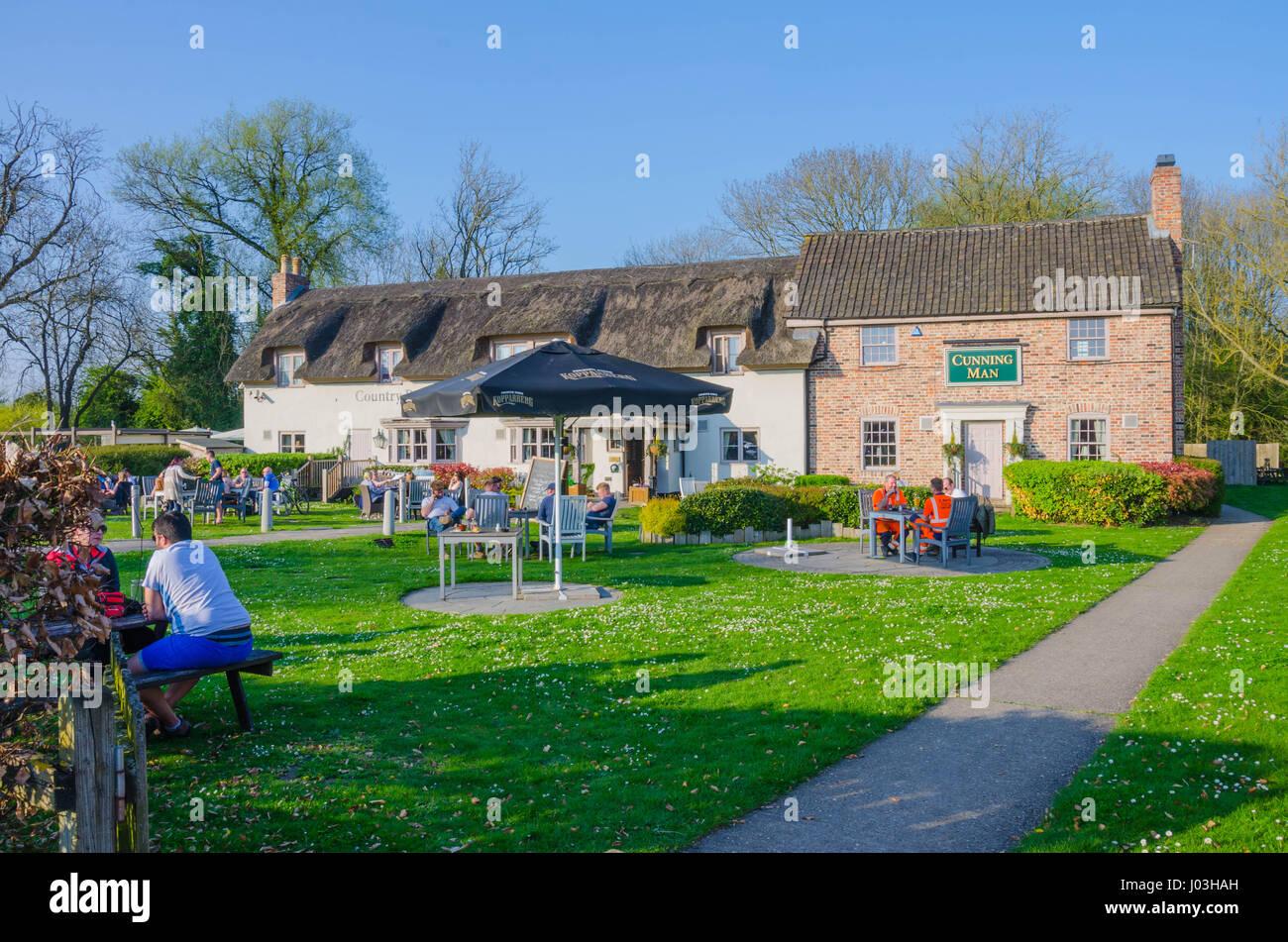 El astuto hombre pub y restaurante en la carretera de Burghfield en Reading, Berkshire, Reino Unido. Imagen De Stock