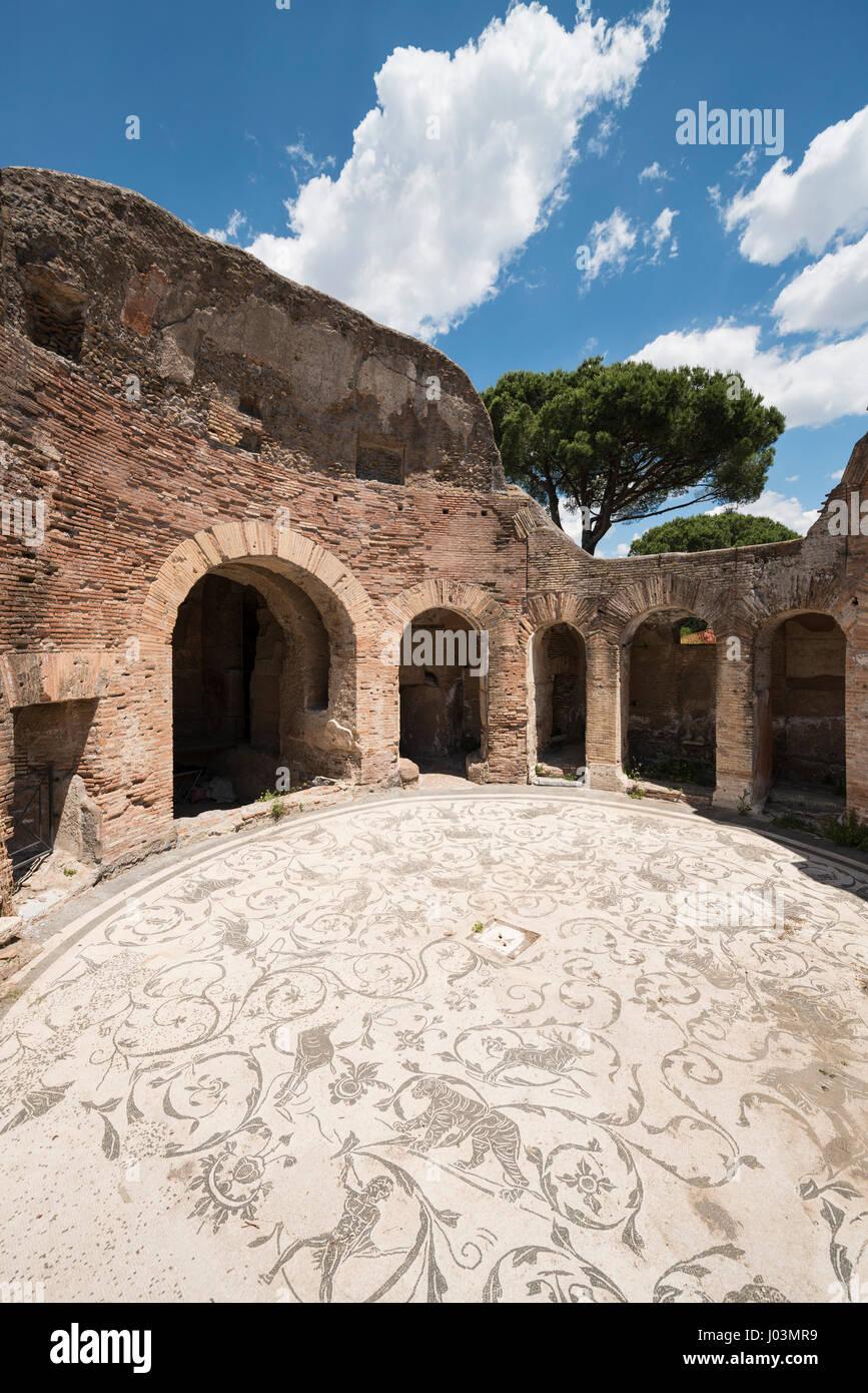 Roma. Italia. Ostia Antica. Baños de los siete sabios, sala circular del frigidarium. Terme dei Sette Sapienti. Imagen De Stock