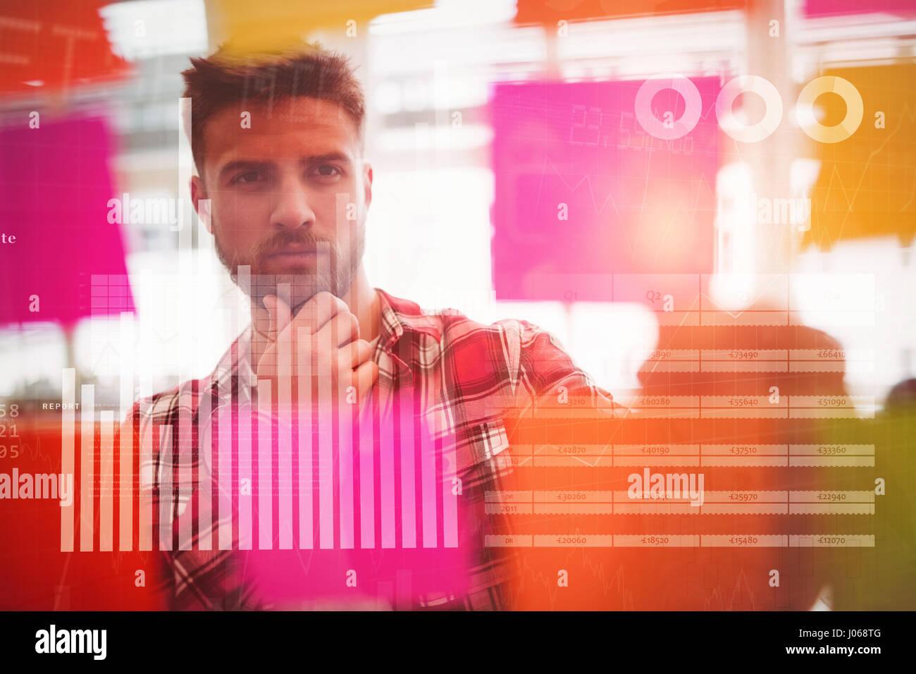 Datos azul contra graves photo editor mirando multicolor Sticky notes Foto de stock