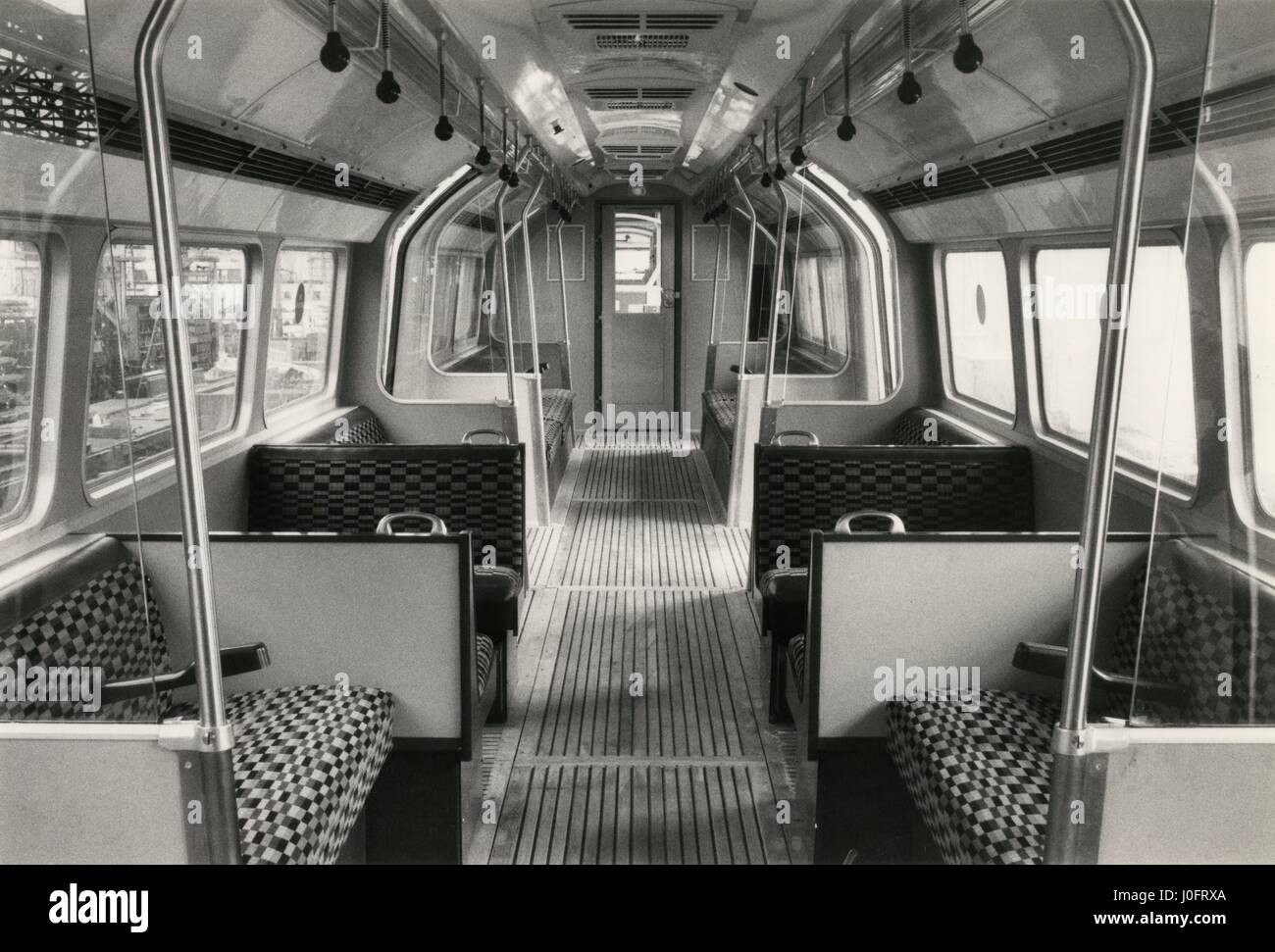 El transporte interior de un coche de Metro de Londres Foto de stock