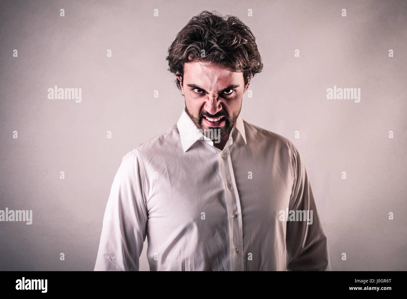 Hombre haciendo mueca Imagen De Stock