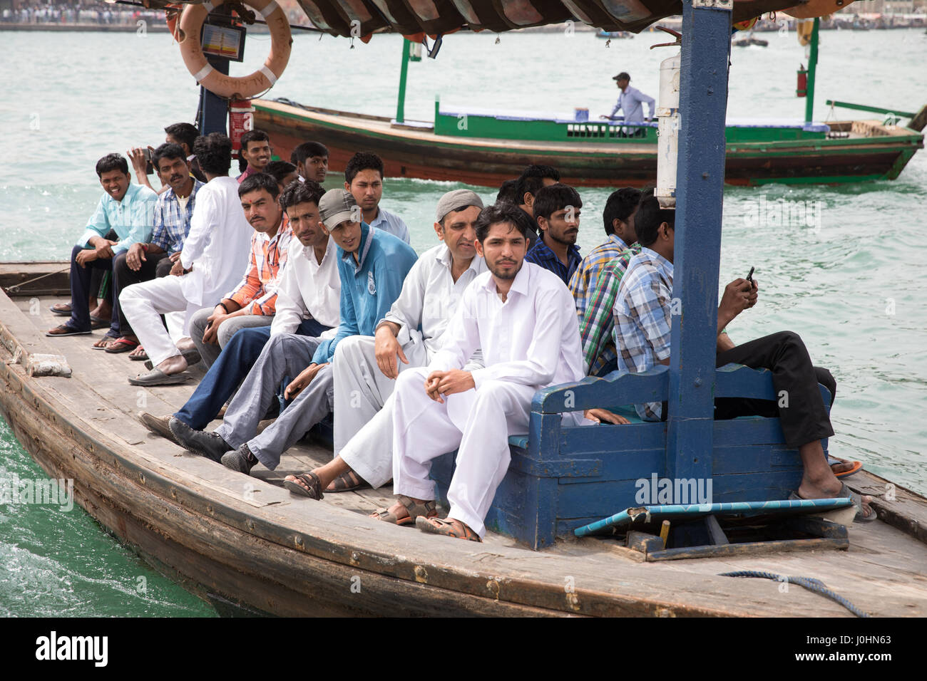 """Los taxis de agua/barcos llamados """"Abras"""" en Dubai Creek, Dubai. Imagen De Stock"""