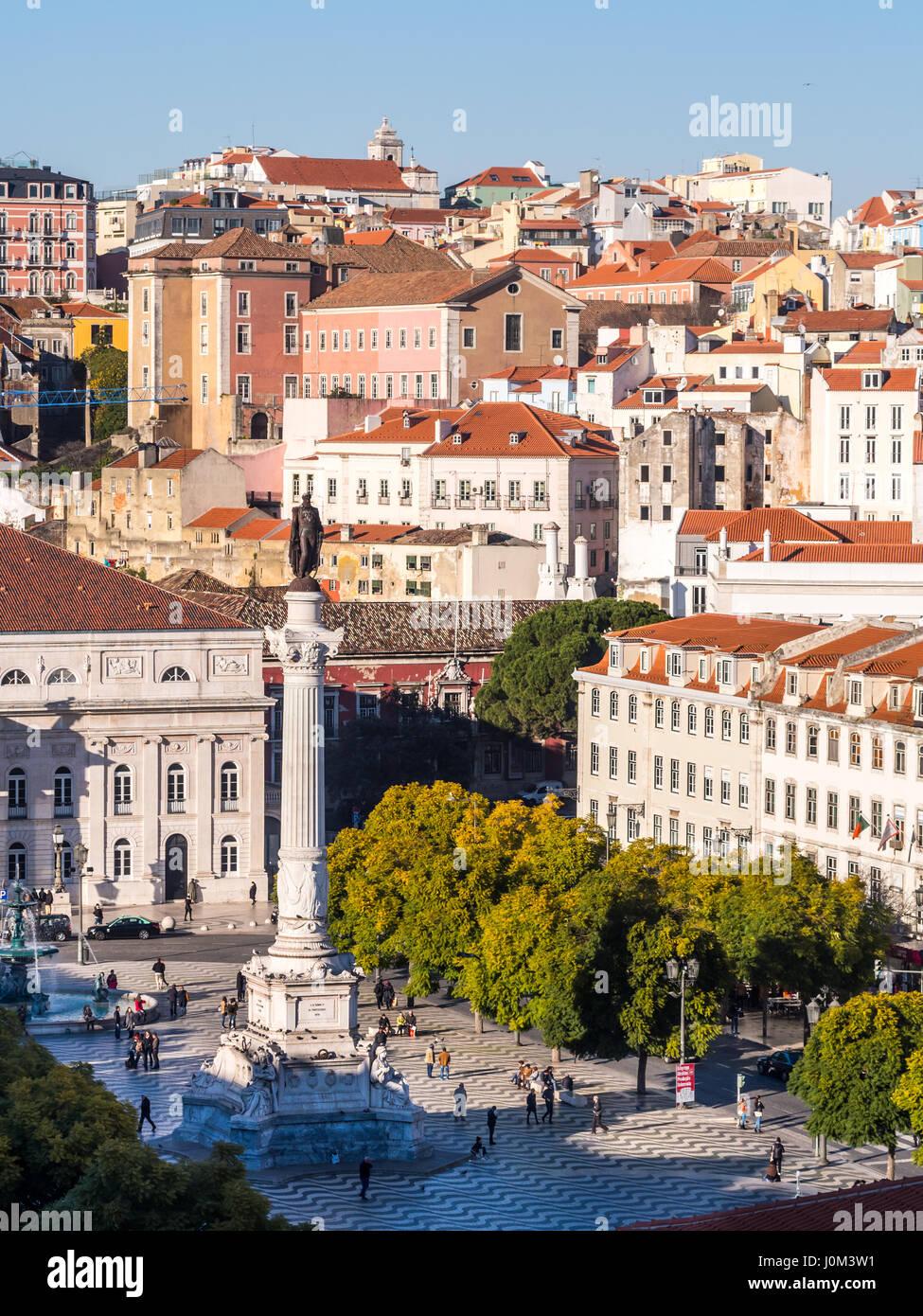 Lisboa, Portugal - 10 de enero de 2017: Columna de Pedro IV en el Rossio Square (Plaza de Pedro IV) en Lisboa Elevador Imagen De Stock