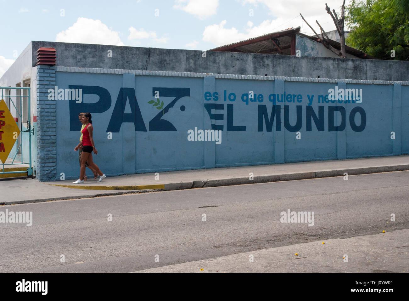 Wallpainting pacifista en La Habana, Cuba Imagen De Stock