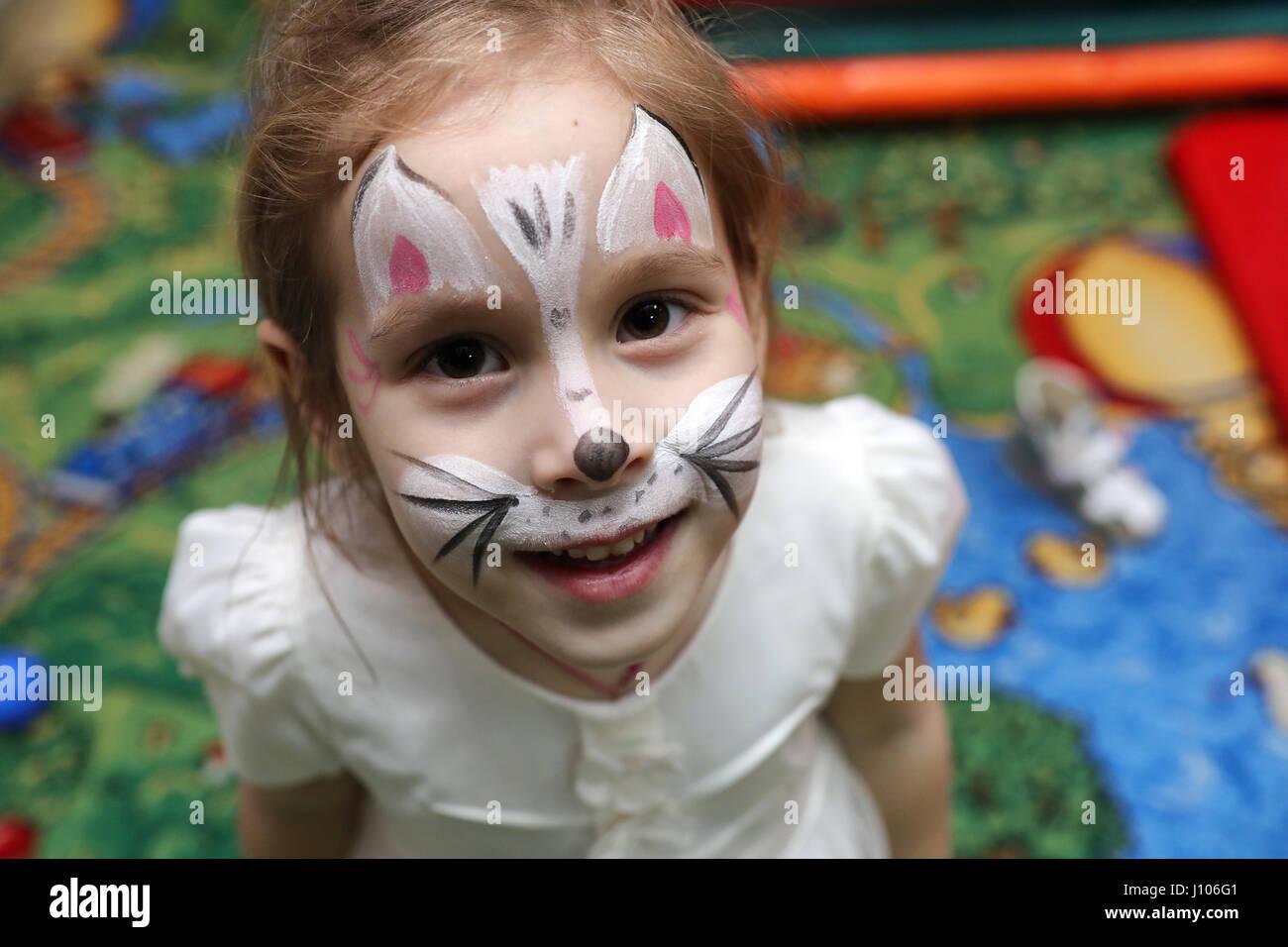 Los niños jugar una variedad de juegos Imagen De Stock