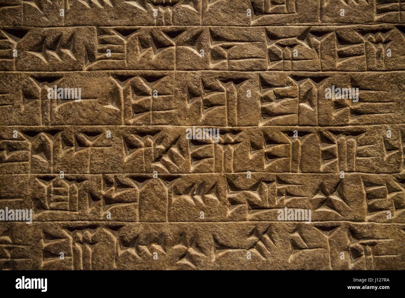 Antiguo asirio cuneiforme. Museo Británico, Londres, Inglaterra. Imagen De Stock