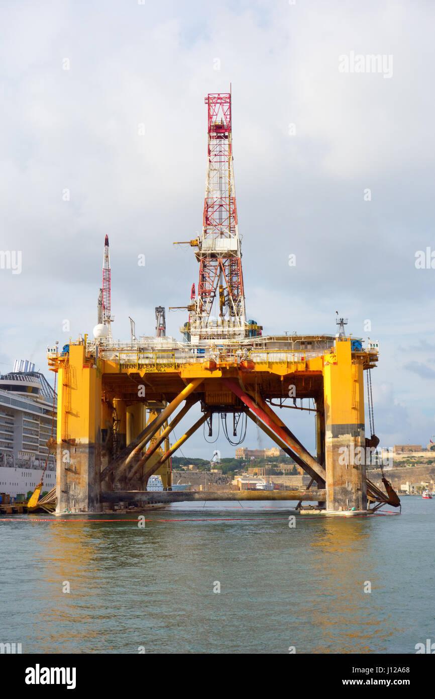 Transocean Amirante Port Vila aceite o plataforma de perforación petrolífera en el banquillo de los acusados tras Foto de stock